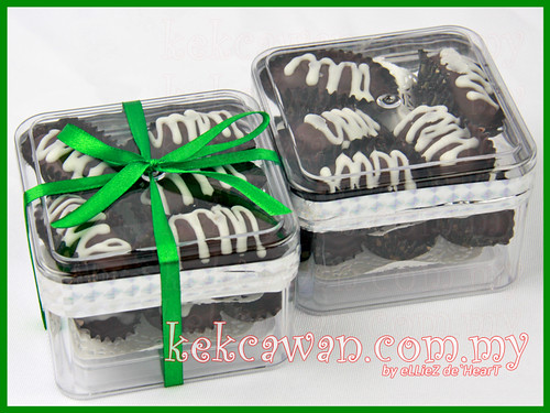 Kurma Coklat Badam - BOX 10PCS
