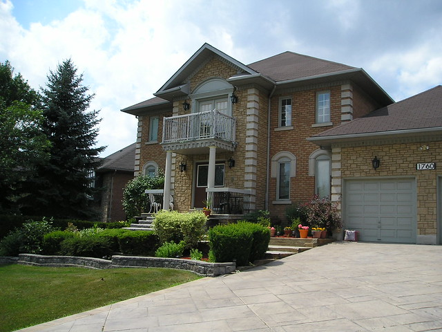 large detached homes in Credit Pointe