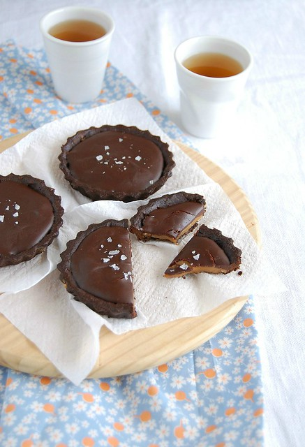 Salted chocolate caramel tartlets / Tortinhas de chocolate e caramelo salgado