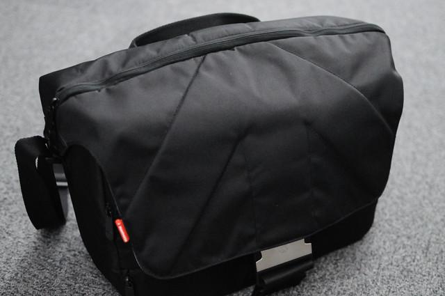 Manfrotto ウニカ・メッセンジャーバッグ 5型/黒MB SM390-5BB