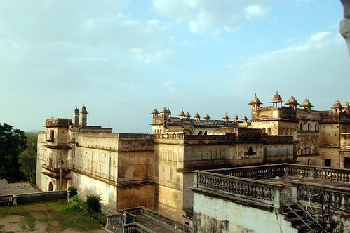 Die Burg von Orchha ist ein Höhepunkt indischer Architektur. Hier ein Blick auf den Hof der Burg von der Maharaja suite aus