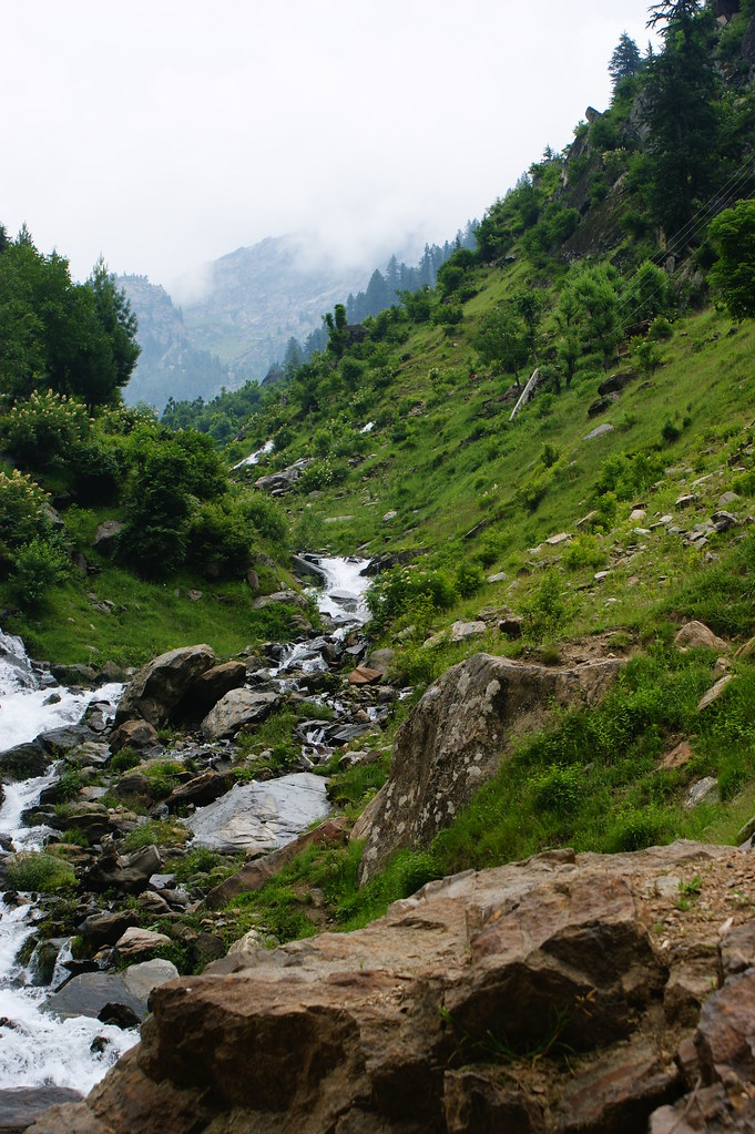 """MJC Summer 2012 Excursion to Neelum Valley with the great """"LIBRA"""" and Co - 7589197740 42b9596139 b"""