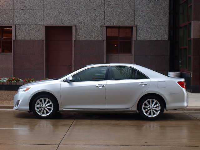 2012 Toyota Camry XLE 19