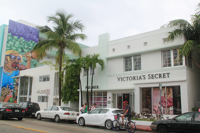 Collins avenue, art deco district