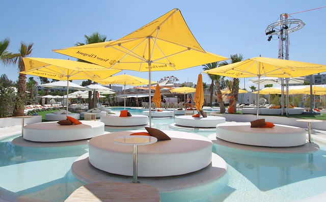 Ocean Beach Club Ibiza, San Antonio beach restaurant