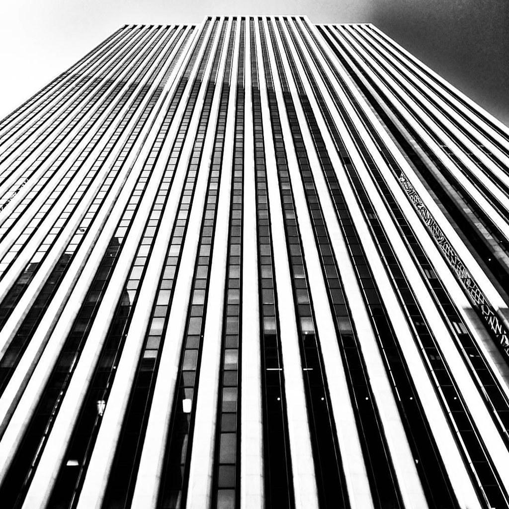#Newyork #nyc #newyorkcity #manhattan #Photo #Photography #Travel #travelgram #trip #iloveny #ilovenyc #newyorkphoto #instacool #instanewyork #mynyc #bigapple #thebigapple #blackandwhite #bw #igers #Lines #geometry #building #architecture #archilovers #lo