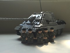 Jagdpanther and Crew