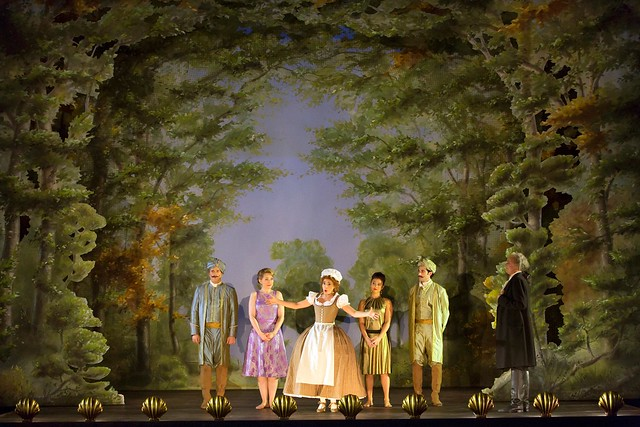 Production photo of Jan Philipp Gloger's Così fan tutte © 2016 ROH. Photograph by Stephen Cummiskey
