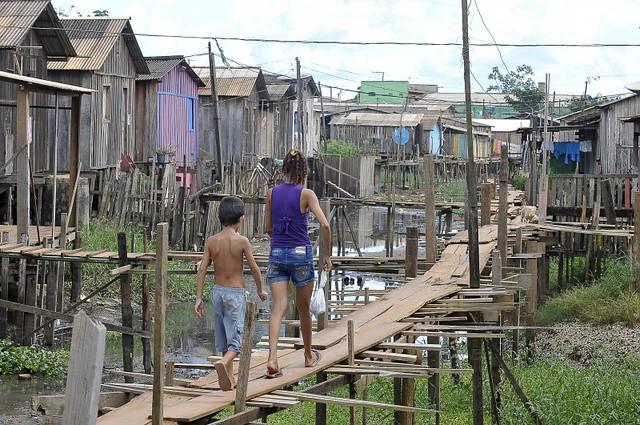 Falta de saneamento em Altamira (PA) coloca vida das famílias em risco - Créditos: Valter Campanato/Agência Brasil