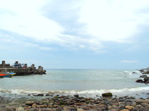 基翬(Kihau)的阿美族語意為天然海灣,為阿美族傳統漁場。擁有豐富生態,日前中研院學者更於此處發現台灣新種珊瑚。