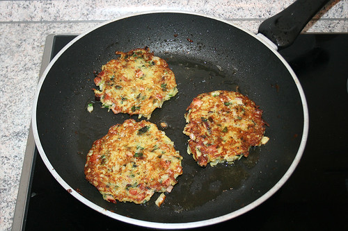 26 - Beidseitig braten / Roast both sides