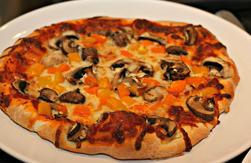 mushrooms and peppers pizza