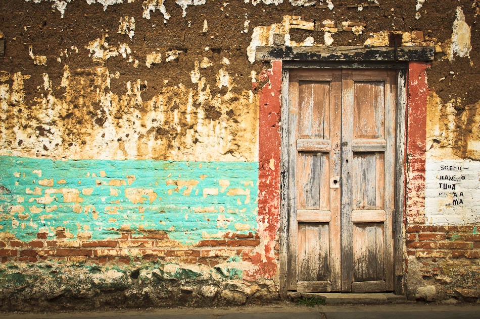 Photo of the Week: A Weathered Wall in San Cristobal, Mexico