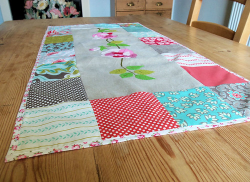Summer Roses Table Runner (2)