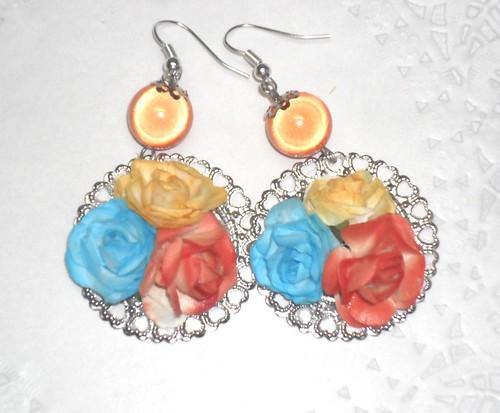 Brincos e rosas coloridas by Fuxiquices-da-isa