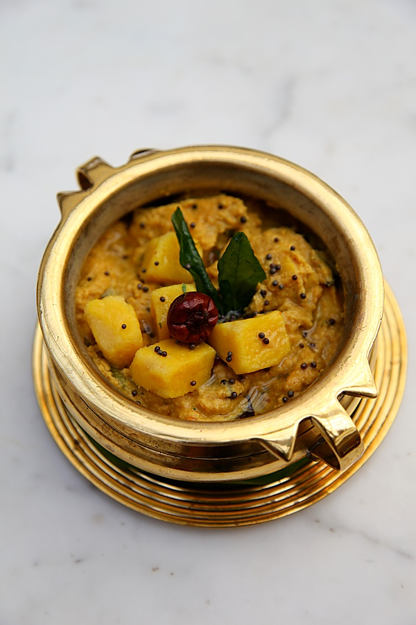 A traditional south indian sattvik meal fit for a king from the kalan a kerala delicacy made with raw bananas and yam and simmered in a coconut gravy forumfinder Gallery