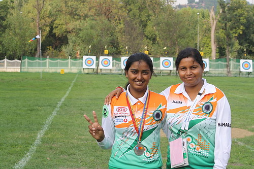800px-Purnima_mahato_with_deepika_kumari_at_world_cup_final,istanbul