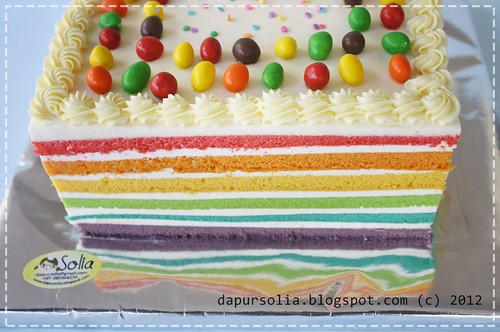 Rainbow Cake with Cheesy Cream