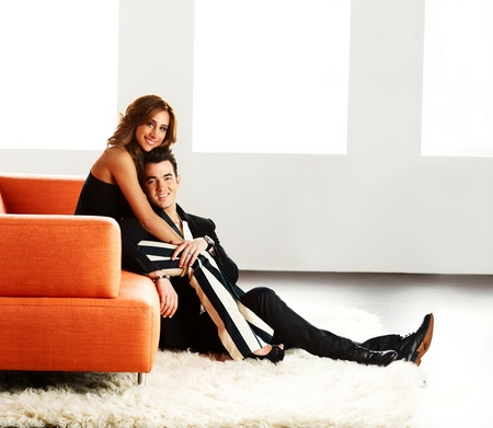E! BRAND SHOOT -- Jonas & the In-Laws -- Pictured: Danielle Jonas-Kevin Jonas -- (Photo by: Timothy White/E!