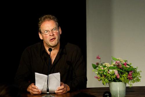 Erik van Muiswinkel als 'Drs. Hans Janmaat'