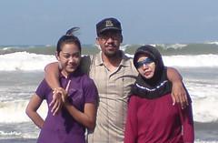 Saya anak dan Istri di pantai Petanahan.