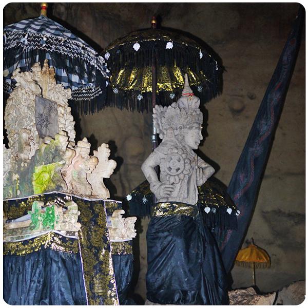 Nusa Penida - Goa Giri Putri