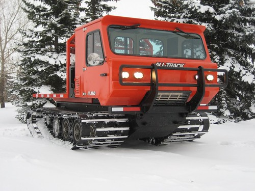 tracked vehicle for carrying load in snow