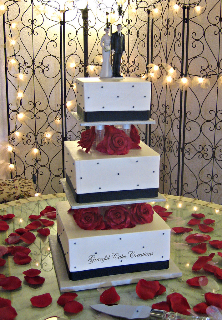 Elegant Square Black And White Wedding Cake With Red Roses Flickr