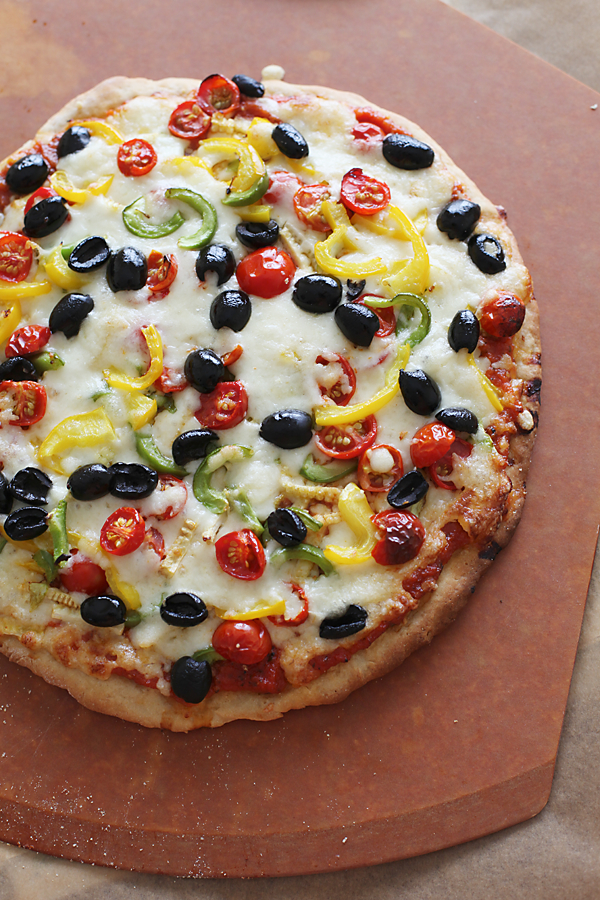 Mozzarella cheese and vegetable pizza divinetaste mozzarella cheese and vegetable pizza recipe forumfinder Gallery