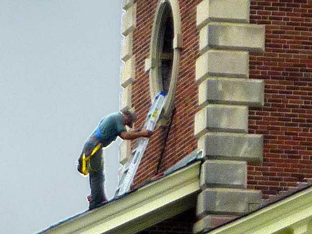 P1120033-2012-09-17-Decatur-1st-Baptist-steeple-window-repair-detail