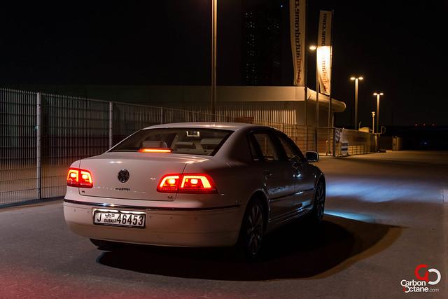 Volkswagen Phaeton 2012-5.jpg