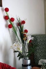 art(0.0), flower arranging(1.0), cut flowers(1.0), flower(1.0), artificial flower(1.0), floral design(1.0), red(1.0), plant(1.0), centrepiece(1.0), flower bouquet(1.0), floristry(1.0), ikebana(1.0),