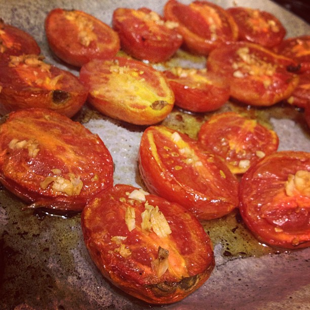 Still thinking about last night's dinner: roasted tomatoes & garlic, blended up into pasta sauce. Simple+perfect.