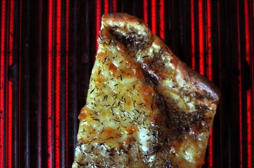 Pizza med kartofler og bøffelmozzarella