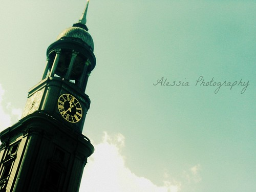Hamburg - Uhr by AlessiaPhotography