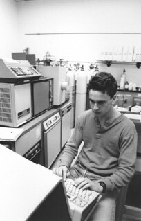 Todd Olsen '87 working with the Hewlett-Packard gas chromatograph/mass spectrometer in Seaver North in 1985