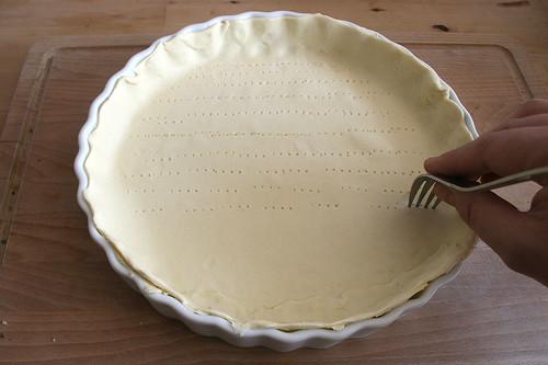 24 - Teig anstechen / broach dough