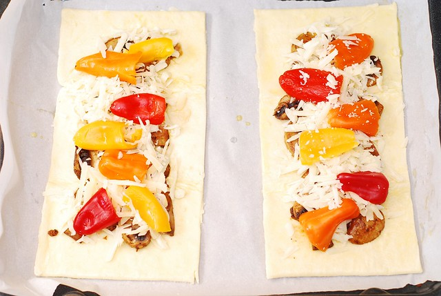 Puff pastry pizzas with mushrooms, bell peppers, Mozzarella and Parmesan cheese