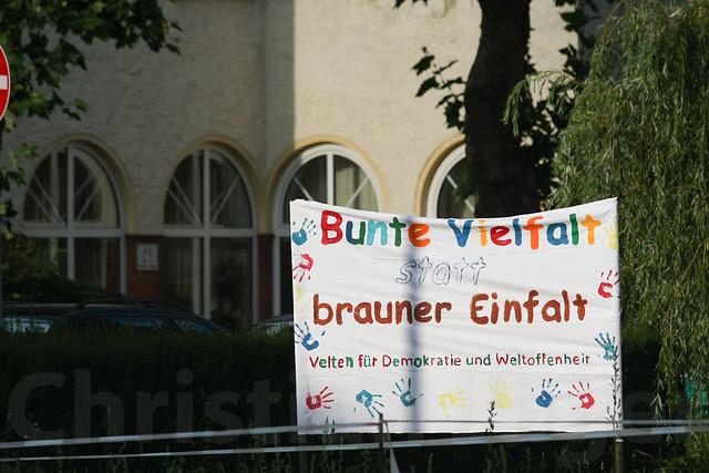 Nationales Fussballturnier und Gegenproteste Velten 01.09.2012-0063