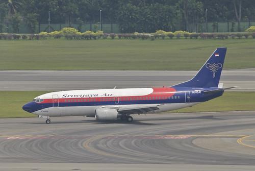 Aircraft (B733) silhouette