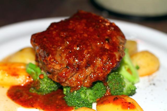 Nikoi Island: Steak