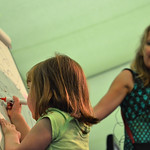 Polly Dunbar | Polly Dunbar gets drawing with some help from a young audience member