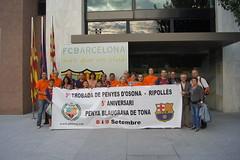 Foto de la delegació de la Penya Blaugrana de Tona que va presentar els actes de l'aniversari i la trobada de penyes al FC Barcelona.