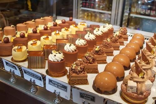 So many desserts