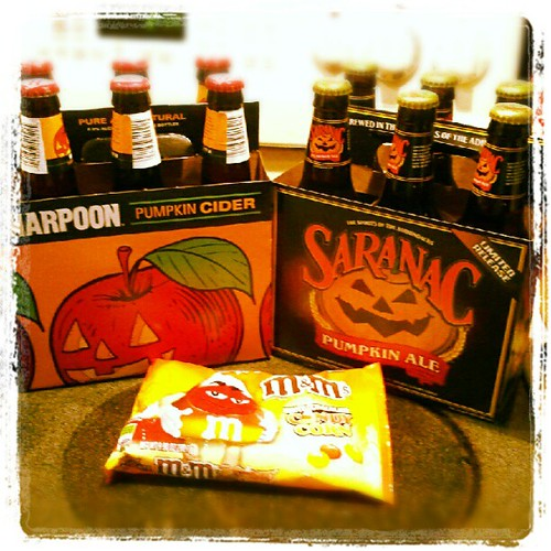 Ready for #fall and trying some new #pumpkin #beer  #harpoon #saranac #cider #candycorn #m&ms #beers #sodelicious #yumo