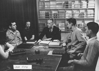 Professor of Government John Vieg with class in 1946