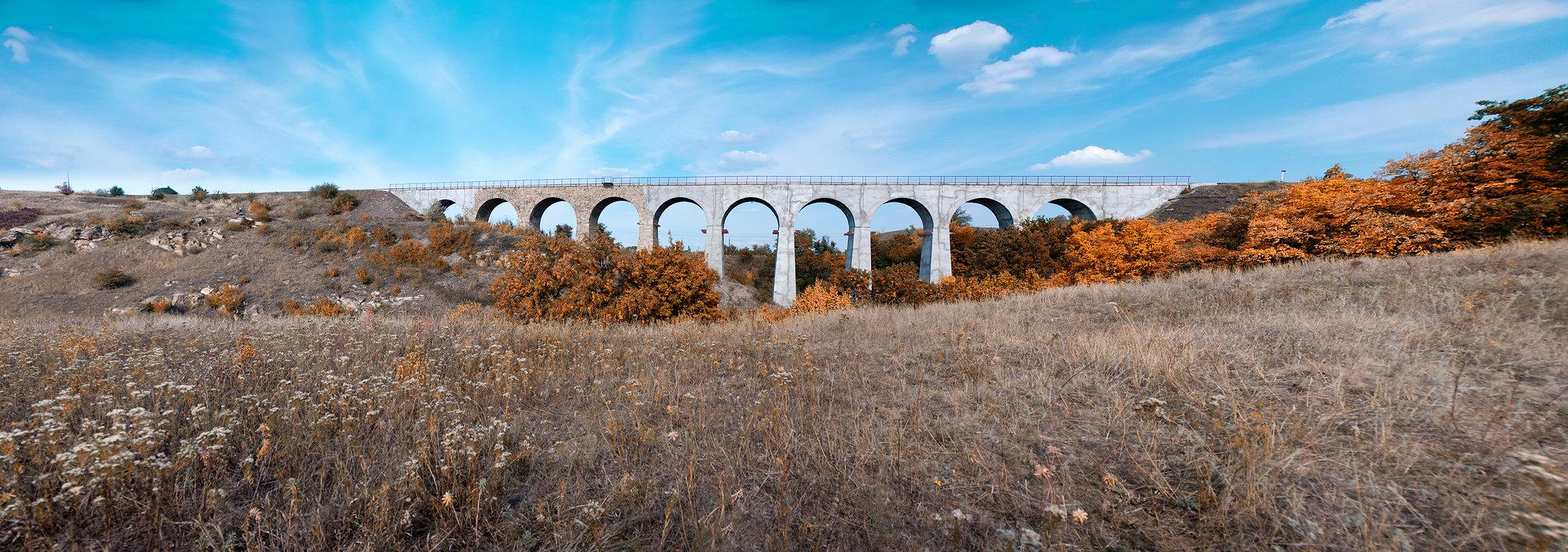 Железнодорожный Арочный мост в Луганской области