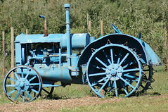steam engine(0.0), cannon(0.0), aircraft engine(0.0), wheel(1.0), vehicle(1.0), agricultural machinery(1.0), tractor(1.0),