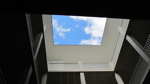 Durch den Skyframe am Dach dringt Tageslicht in den Pawlatschenhof