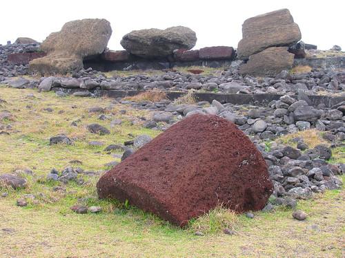 Moais derrumbados de Aka Hanga